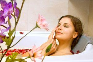 Baños de inmersión de incienso y rosas. Cómo preparar un baño detox. ingredientes para hacer un baño detox de rosas e incienso