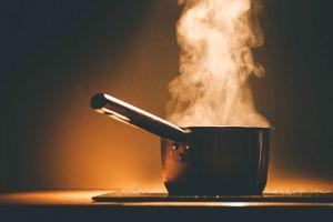 Ilustración de Cómo Cocinar al Vapor en Olla Express sin Vaporera