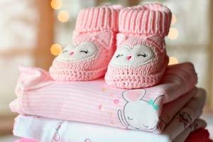 Ilustración de Tendencia en alza, comprar ropa para bebés y niños en USA