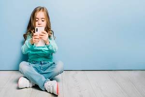 Ilustración de Qué aplicaciones y métodos de control parental debes instalar en el celular de tus hijos