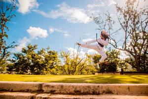 Ilustración de Las mejores artes marciales que pueden utilizar las mujeres