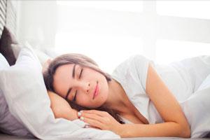Ilustración de Cómo mejorar el sueño sin somníferos para dormir