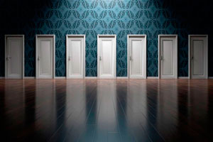 Ilustración de Lacar puertas de madera ofrece más vida y estilo al diseño del hogar