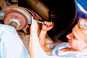 Ilustración de La importancia de contar con un taller mecánico para cuidar del coche